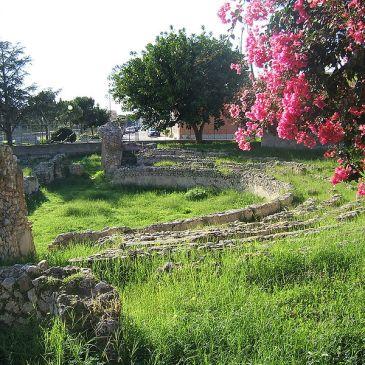 Foto primaverile del Teatro greco romano di Marina di Gioiosa Ionica (RC)