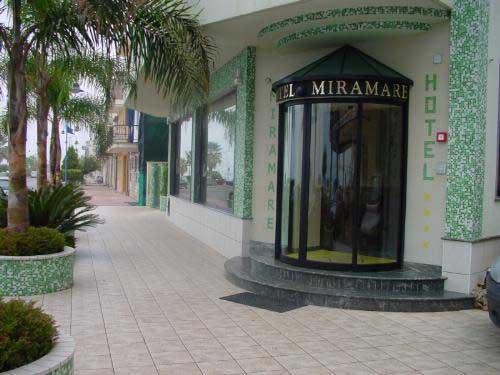 Entrata dell' Hotel ristorante bar Miramare a Marina di Gioiosa ionica
