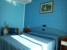 Interni delle camere dell' Hotel Miramare a Marina di Gioiosa Ionica