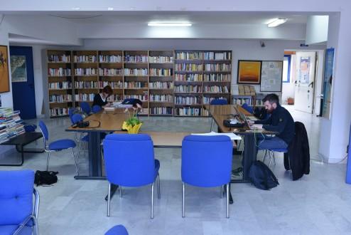 Biblioteca Comunale Mario Pellicano Castagna di Marina Di Gioiosa Ionica zona lettura
