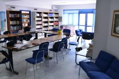 Biblioteca Comunale Mario Pellicano Castagna di Marina Di Gioiosa Ionica zona lettura vista laterale