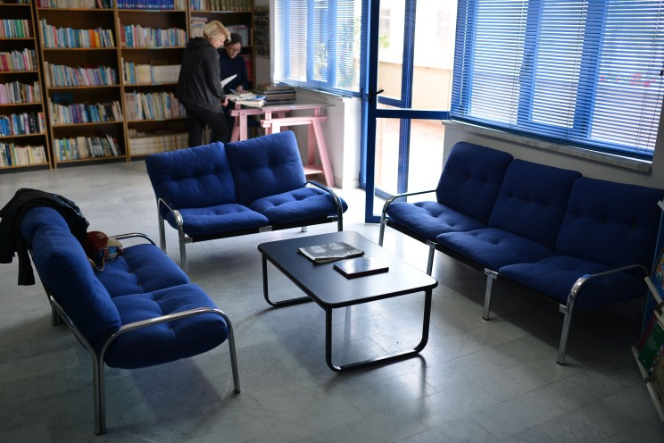 Biblioteca Comunale Mario Pellicano Castagna di Marina Di Gioiosa Ionica solottino
